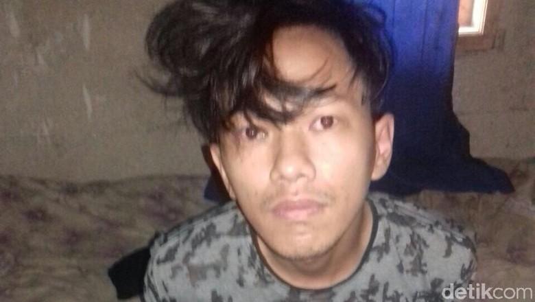 Tak Kasih Pinjam Tukang Nasi - Tangerang Selatan Mujiono pedang nasi goreng di Jl Sawah Tangerang Selatan mengalami luka di leher akibat dibacok dua