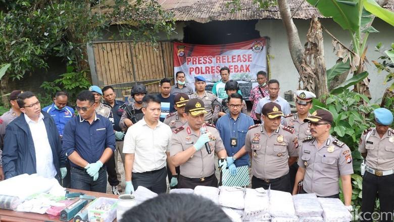 2 Juta Pil PCC di Gudang Lebak Banten untuk Luar Jawa?