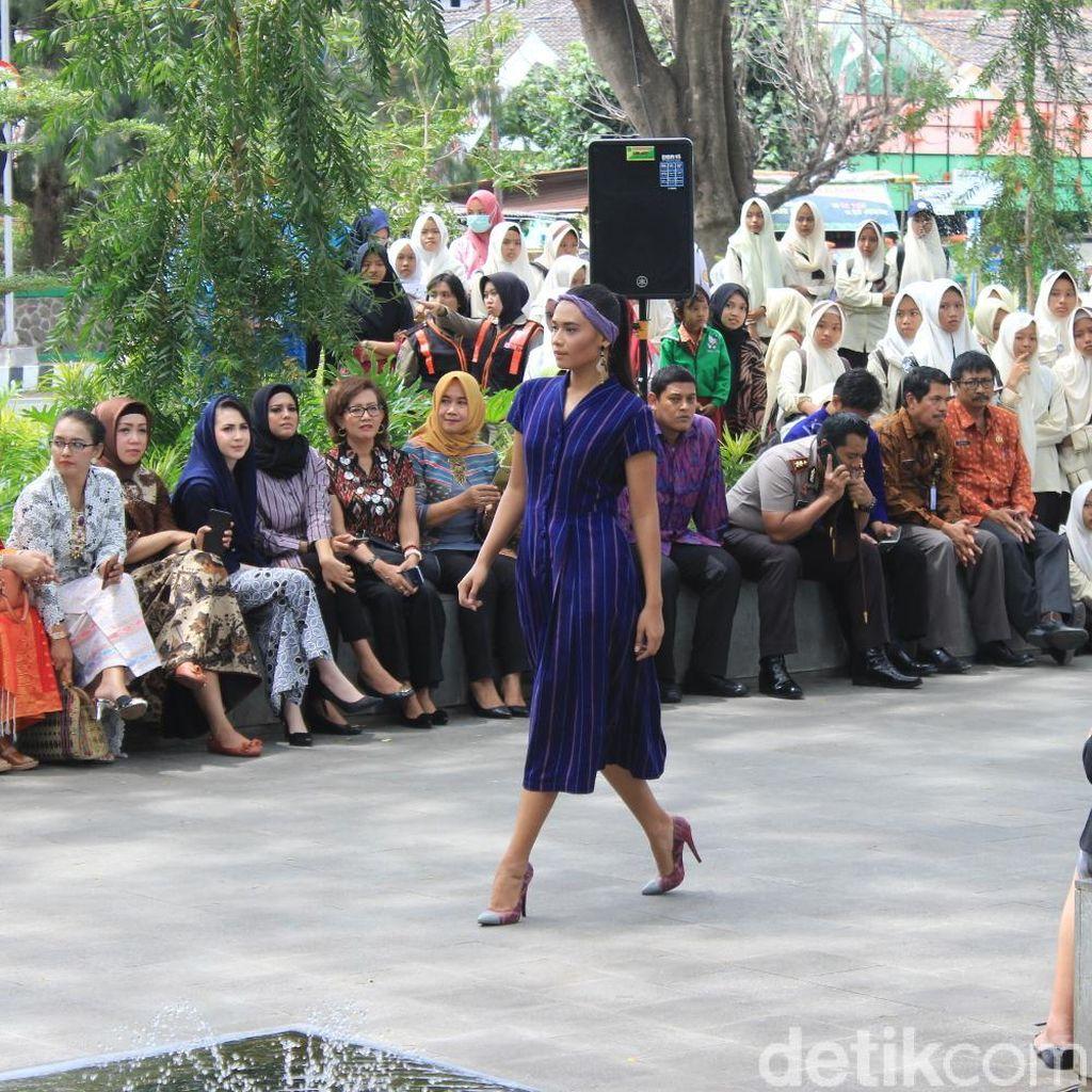 Begini Suasana Dhoho Street Fashion, Pagelaran Busana Kain Tenun Ikat