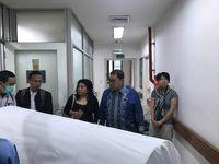 Fadli Zon Dampingi Jenazah AM Fatwa Dimandikan di Kamar Jenazah