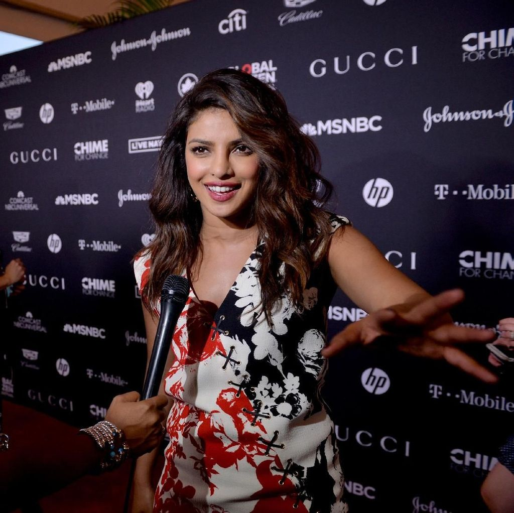 Ketika Priyanka Chopra Dibuat Terkejut oleh Pesulap