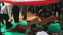 AM Fatwa Dimakamkan Secara Militer di TMP Kalibata