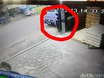 Pencuri Uang Rp 290 Juta di Mobil Kades Sukabumi Terekam CCTV