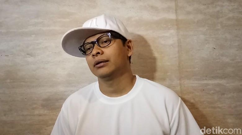 Rilis Single Tunggu di Sana, Armand Maulana Fokus Karier Solo
