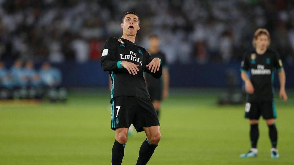Reaksi Ronaldo Saat Fans Al-Jazira Mengelukan Messi