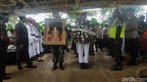 Pelepasan Secara Militer, Jenazah AM Fatwa Dibawa ke TMP Kalibata