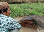 Batu Prasasti Peninggalan Kerajaan Singosari Ditemukan di Mojokerto