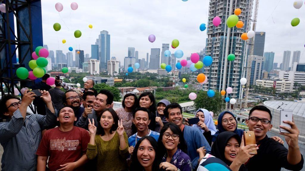 Pelepasan Balon Rayakan 16 Tahun Transmedia