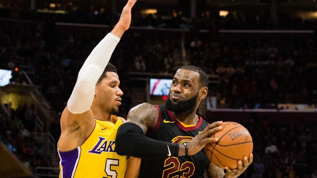 LeBron Samai Larry Bird, Cavs Bekap Lakers