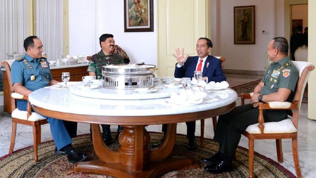 Potret Kebersamaan Santap Siang Jokowi dengan 3 Bintang 4