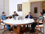 Potret Kebersamaan Santap Siang Siang Jokowi dengan 3 Bintang 4