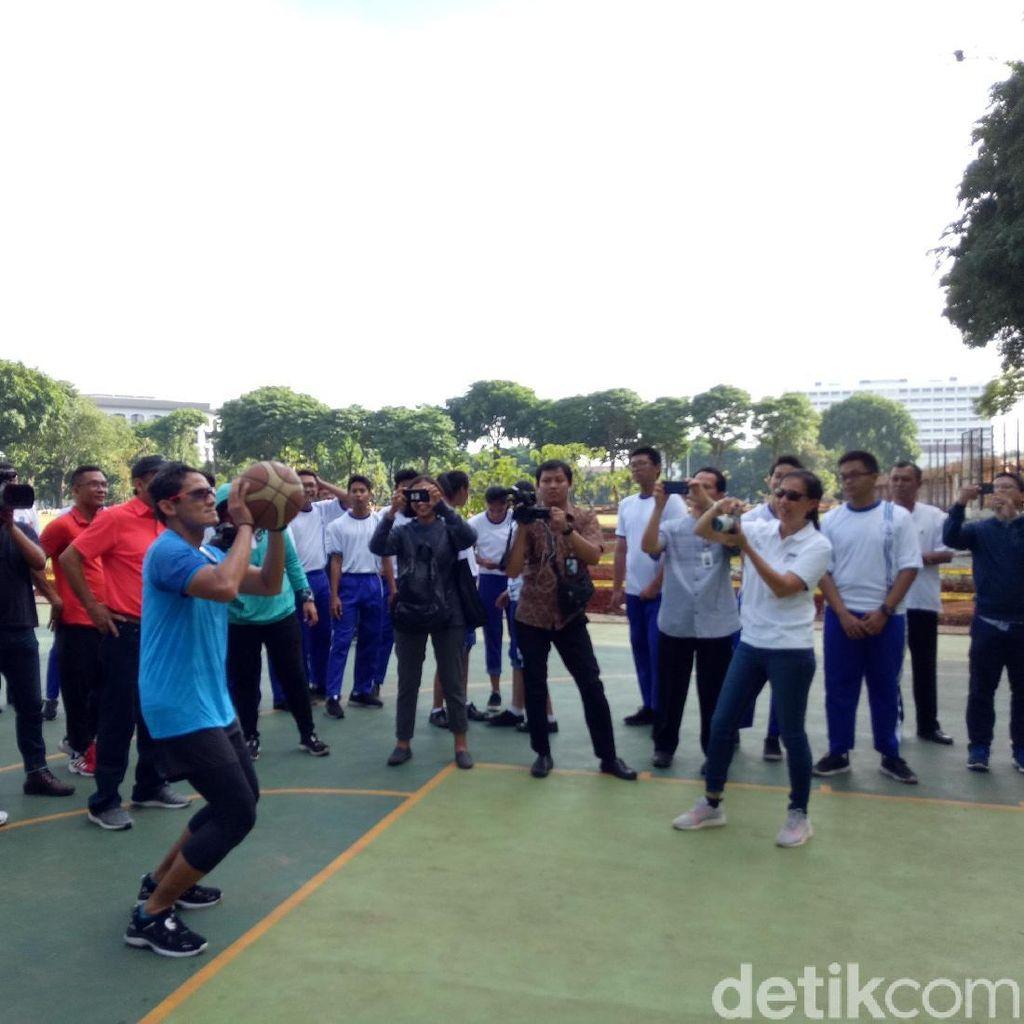 Saat Sandiaga Paksa Para SKPD Berolahraga di Lapangan Banteng