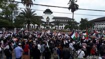 Turun ke Jalan, Ribuan Muslim Bandung Gelar Aksi Bela Palestina