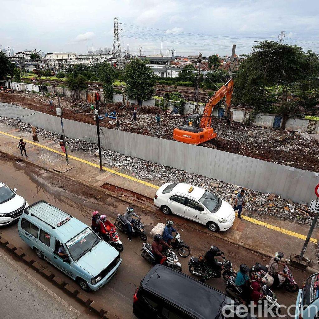 Foto: Pertokoan Stasiun Jatinegara Rata dengan Tanah