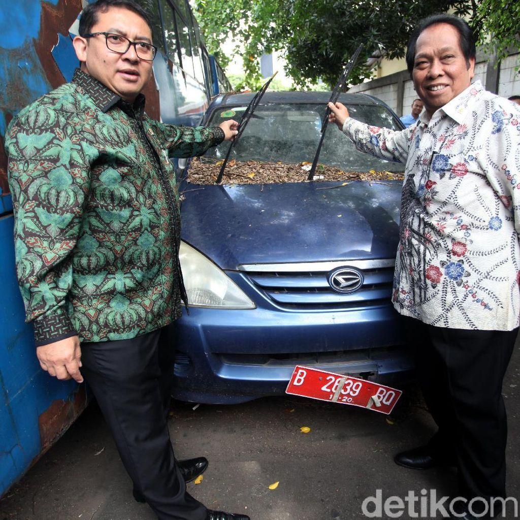 Fadli Zon Cek Kendaraan Operasional DPR yang Rusak
