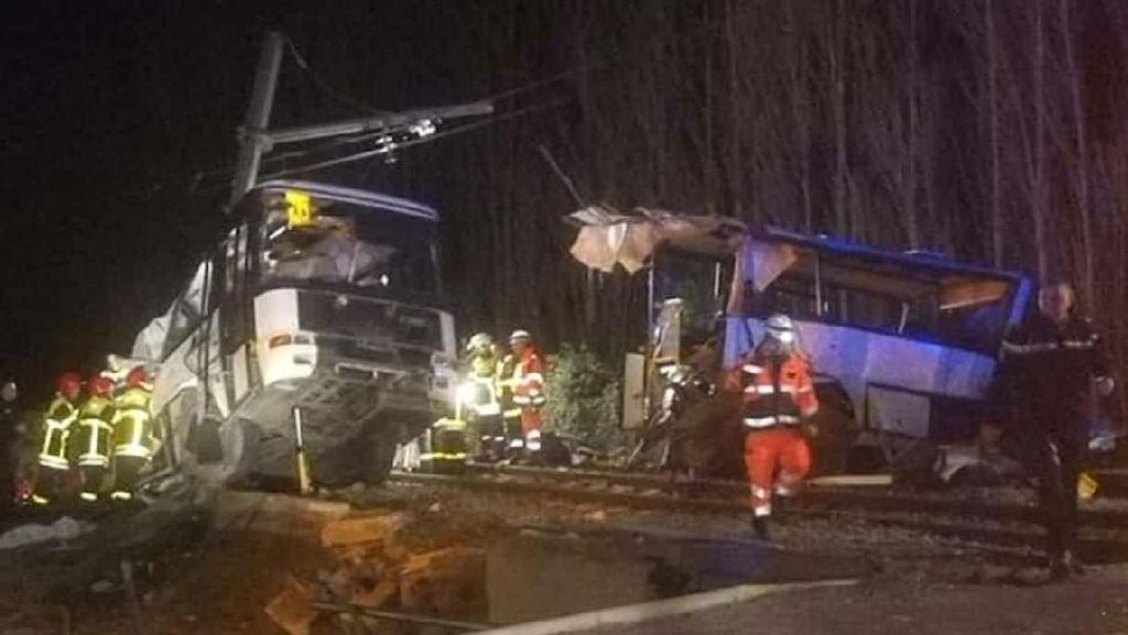 Penampakan Mengerikan Bus di Prancis Terbelah Usai Ditabrak Kereta