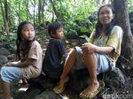 Menyambangi Pasutri dan 2 Anaknya yang Tinggal di Hutan Karanganyar