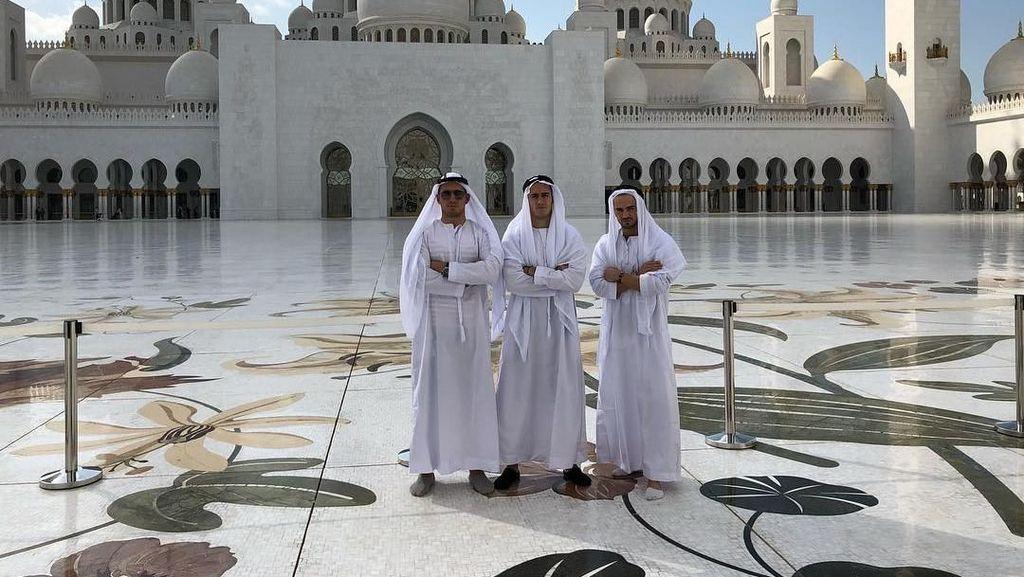 Di Abu Dhabi, Pemain Madrid dan WAGs Kunjungi Masjid