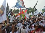 Massa Gelar Aksi Bela Palestina di Depan Masjid At Taqwa Cirebon