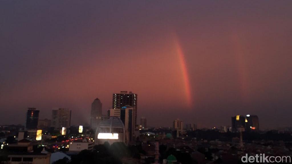Pelangi Senja di Langit Timur Jakarta