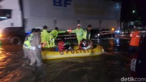 Jalan Raya Bandung-Garut Banjir, Kendaraan Tak Bisa Melintas