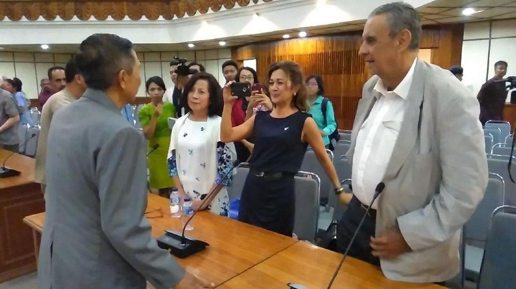 Gunung Agung Awas, Gubernur Bilang Bali Aman ke Konsulat Asing