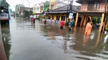 Hujan Deras Jalanan Kota Malang Banjir