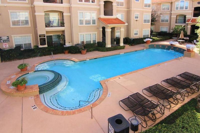 Kolam renang hotel jadi spot yang dipilih traveler buat rileks dan santai. Tapi tak jarang bentuk kolam renang ini bikin senyum-senyum sendiri, karena berbentuk seperti kelamin pria. (dok. istimewa)