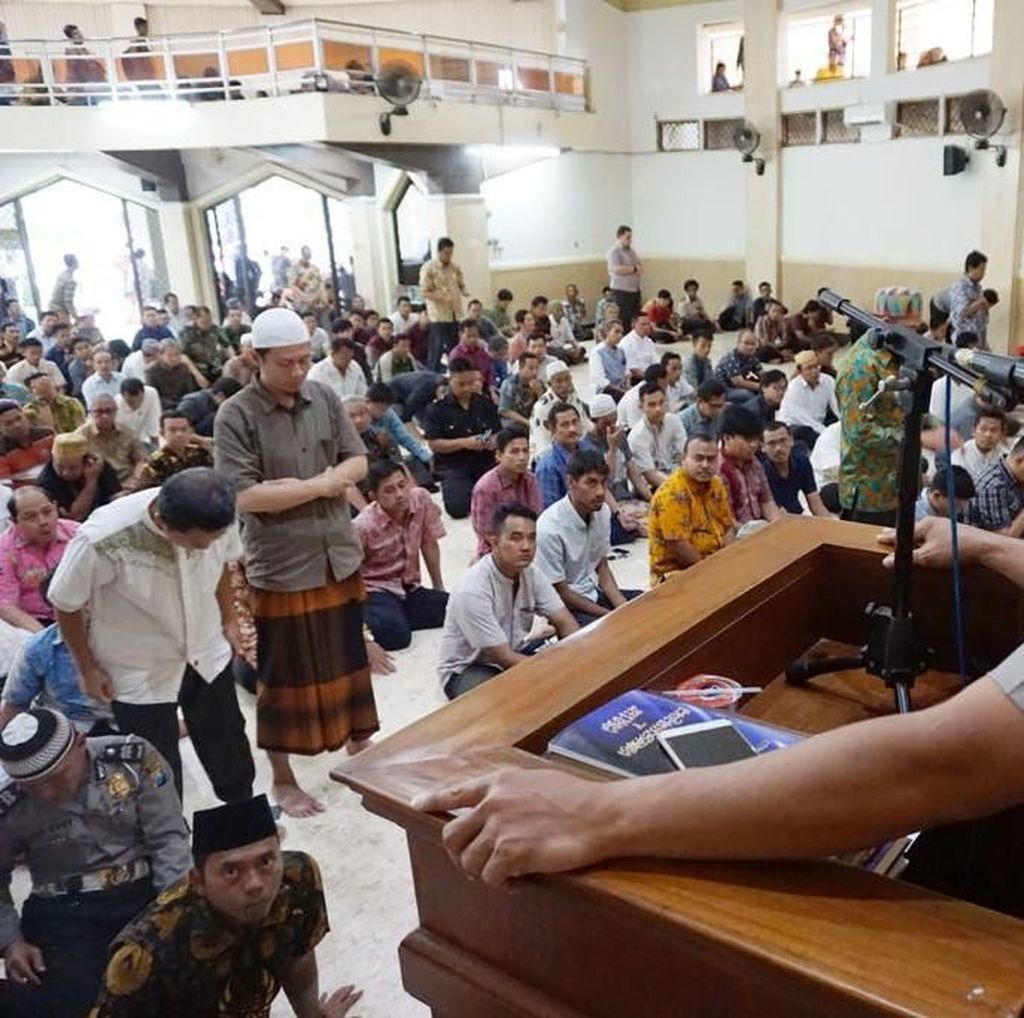 Safari Kamtibmas, Cara Kombes Rudi Sapa  Warga Surabaya