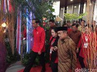 Megawati Gandeng BJ Habibie di Rakornas PDIP