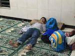 Tanggul Kali Pulo Jebol Lagi, 20 KK Warga Jati Padang Mengungsi