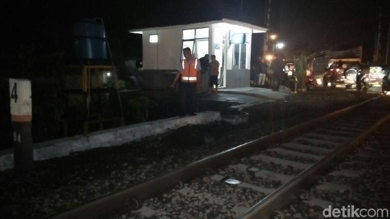 Polisi di Jombang Tewas Disambar - Jombang Sat Lantas Polres Jombang Bripda Sheriff Gagah Hidayattulloh tewas disambar kereta di perlintasan Bandar Saat korban sedang