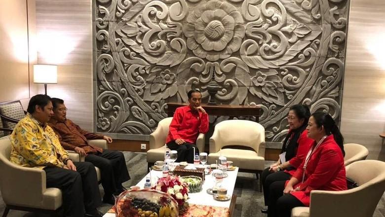 Bertemu Jokowi-JK-Megawati-Puan, Airlangga: Bercanda Aja