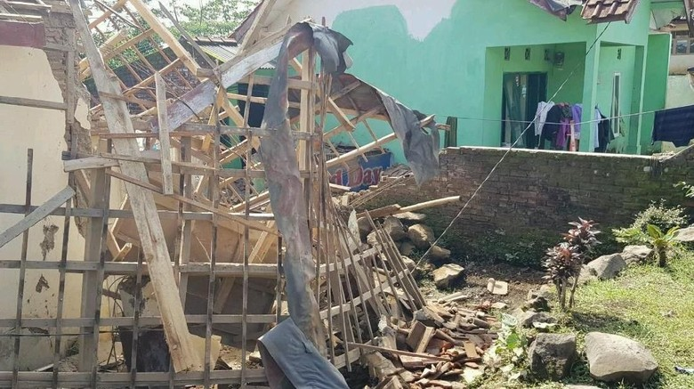 Melihat 30 Rumah di Cilawu Garut yang Rusak Diguncang Gempa 6,9 SR