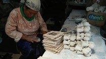 Jelang Natal, Omzet Kerajinan Fiberglass di Jombang Melonjak