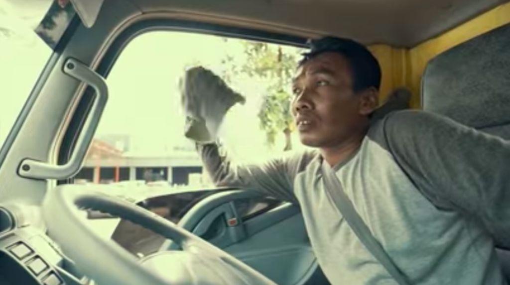 Bukti Pentingnya Jasa Sopir Truk Bagi Mitsubishi