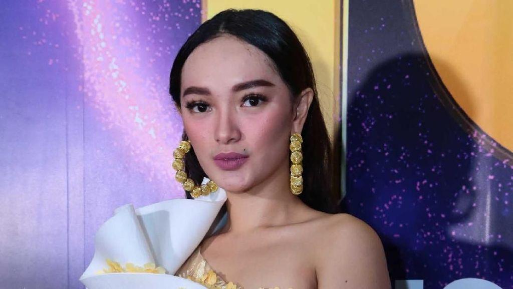 Zaskia Gotik Kena Ledek Netizen karena Salah Tulis Bahasa Inggris