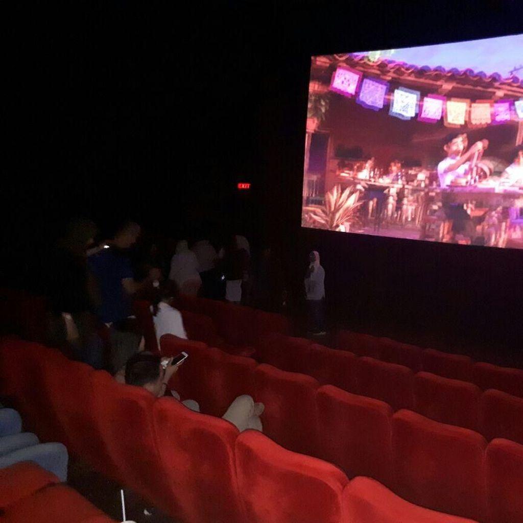 Rasakan Gempa, Warga Jakarta Berhamburan ke Luar Bioskop