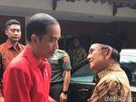 Video saat Jokowi Antarkan BJ Habibie ke Kediamannya