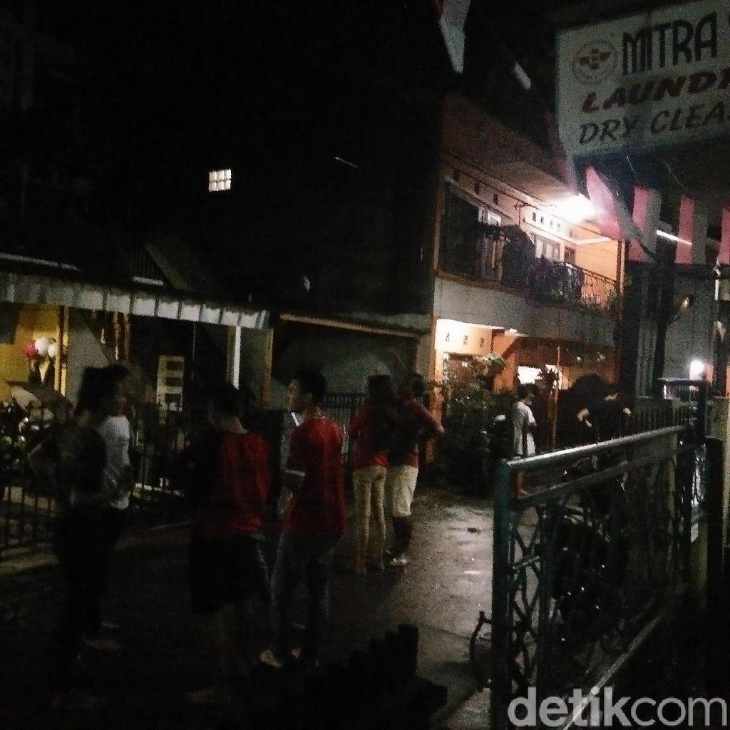 Foto: Kepanikan Warga Akibat Gempa 6,9 SR di Tasikmalaya