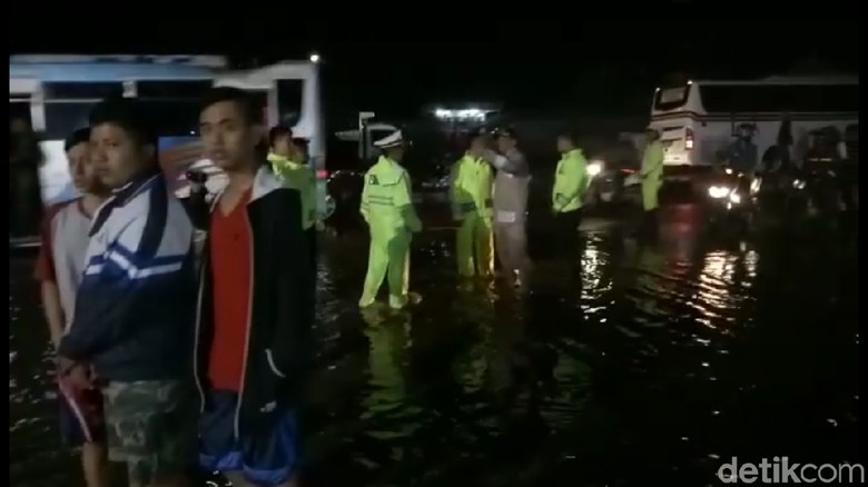 Warga Sumedang Diguncang Gempa Saat Banjir