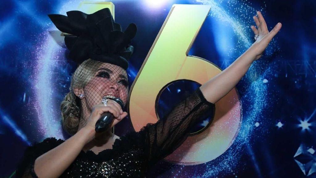 Di Transmedia 16, Syahrini Jadi Penyanyi Dadakan