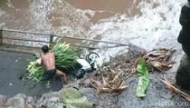 Jembatan Penghubung Antar Desa di Malang Ambruk, Biker Selamat