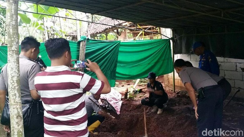 Korban Dukun Pengganda Uang di - Batang Korban pembunuhan yang dilakukan oleh dukun pengganda Muslimin warga warga Dukuh Desa Gringsing bertambah satu Total jumlah
