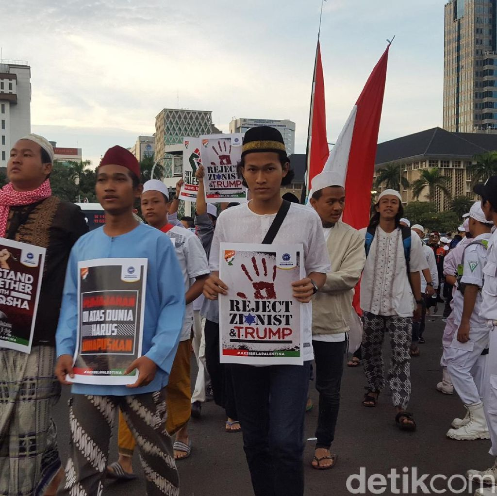 Massa Aksi Bela Palestina Terus Berdatangan ke Monas