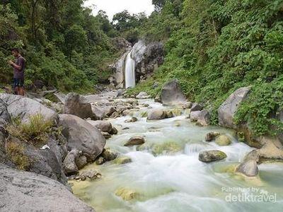 Pesona Mangku Sakti, Air Terjun di Kaki Gunung RInjani