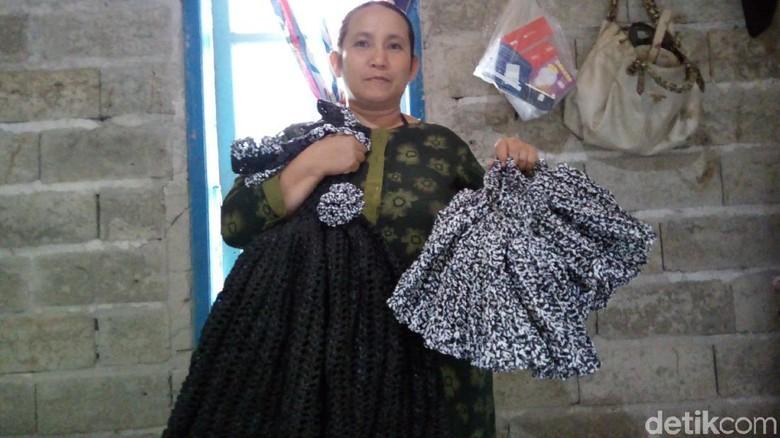 Ibu di Semarang Ini Sulap Limbah Plastik Jadi Pakaian Cantik