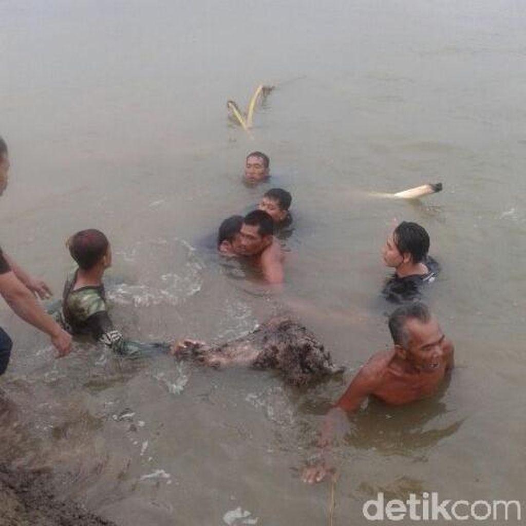 Mandi, Dua Pemuda Tenggelam di Kolam Lumpur Lapindo