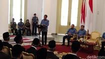 Jokowi Beri Satyalancana ke 897 Pendonor Darah Aktif