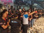 Gus Ipul Naik Panggung Dangdut Koplo New Palapa di Surabaya